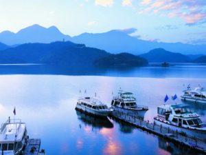 Đi thuyền trên Hồ Nhật Nguyệt